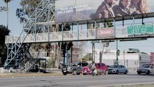 Prefieren arriesgarse a morir que usar puente peatonal