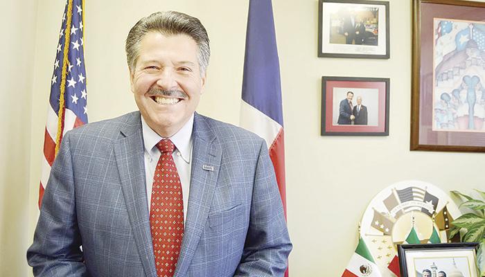 .Pete Sáenz, mayor de Laredo, dijo estar opuesto a la construcción del muro. FOTOS: FRANCISCO DÍAZ/EL MAÑANA