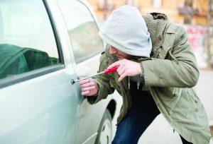 Denuncian un robo de auto cada día