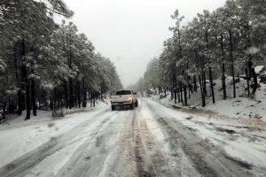 Cierran vía por nevada en Chihuahua