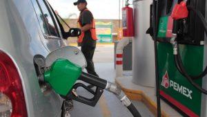 Cierra año con gasolina a la baja en la región fronteriza