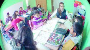 Estudian 84 niños  en escuela nómada