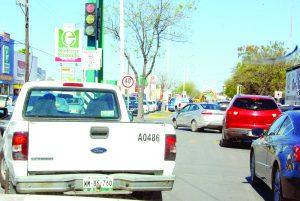 Caos vial en avenida en plena 'hora pico'