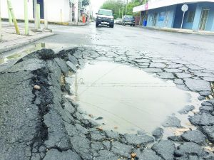 Resalta lluvia, mala   calidad del asfalto