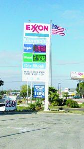 Aprovechan sus compras en Texas y cargan gasolina