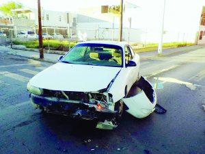 Carambola de 3 vehículos deja sólo daños materiales