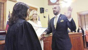 Toma juramento el juez Tano Tijerina