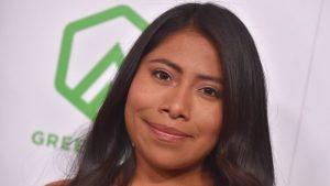 Yalitza Aparicio se convierte en piñata