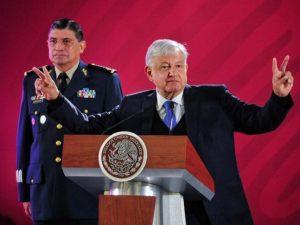 López Obrador responde al EZLN: 'Amor y paz… no me van a cucar'