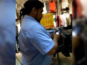 Guardia de seguridad graba a mujer mientras se probaba ropa