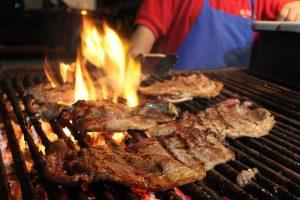 Carnes asadas provocan contingencia ambiental en Monterrey