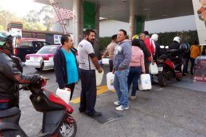 Pide Presidente comprensión por filas en gasolineras