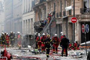 Mueren 2 en explosión en panadería de París