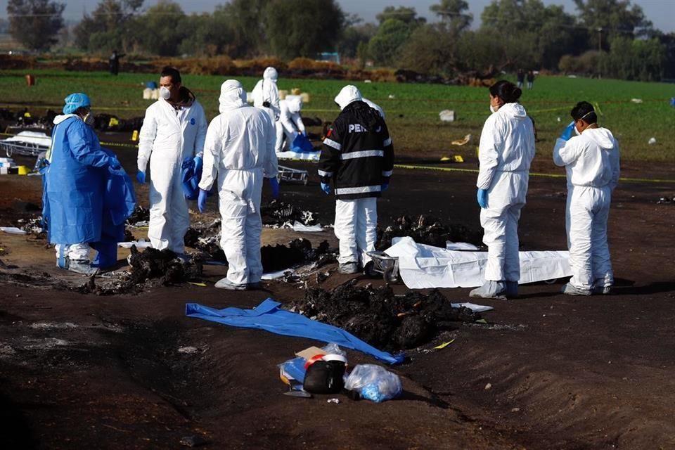 Laboran peritos en zona de explosión