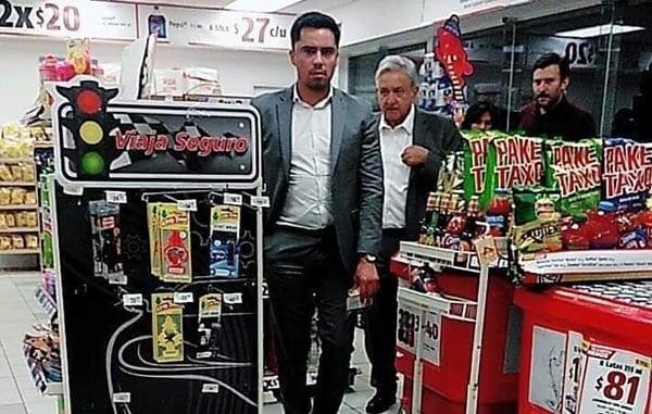 Sorprenden a AMLO de compras en Oxxo de Reynosa