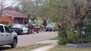 Hombre armado se atrinchera en domicilio de Laredo