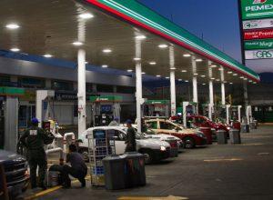 Cierran gasolineras; vendían 'huachicol'