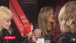 El beso inesperado entre Jennifer Aniston y Sandra Bullock