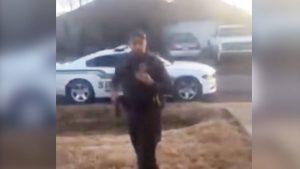 Despiden a un policía en EU por dispararle a un chihuahua 'muy agresivo' (VIDEO)