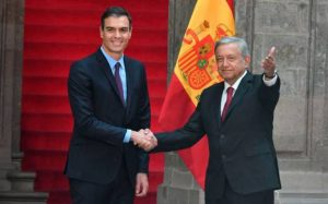 Presidente del gobierno de España regalo a AMLO acta de nacimiento de su abuelo