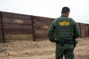Trabaja Border Patrol sin cobrar