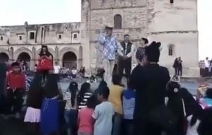 'Los Reyes Magos son los papás', dice alcalde a niños y los hace llorar