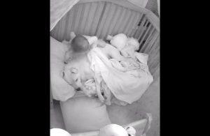 VIDEO: Duerme abrazada de su perro para curar su insomnio