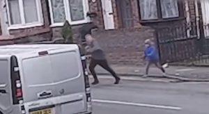 Niño de 7 años persigue a un ladrón que le robó a su perrito