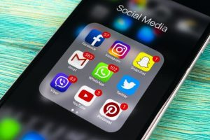 Los usuarios adictos a las redes sociales tienen comportamientos similares a un alcohólico