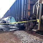 Mueren 2 mujeres al chocar vehículo con un tren en Tamaulipas