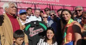AMLO creará escuelas de béisbol en todo el país