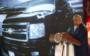AMLO anuncia subasta de 263 autos y 76 aeronaves para recaudar fondos para Guardia Nacional