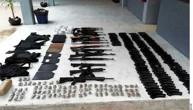 Abandonan camionetas  con armas largas y droga en Reynosa