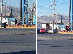 Ciudadanos ayudan a repartidor de Bimbo a recoger mercancía