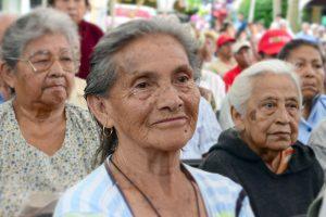 Llega apoyo a abuelitos; ya les depositaron