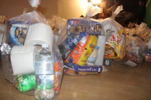 Colectan despensas para   ayudar a los necesitados