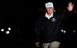 Amenaza Trump con declarar emergencia nacional en EU