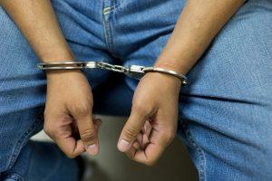 Deportan a dos delincuentes
