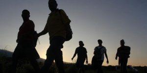 Intentaron 150 migrantes cruzar a EU; arrestan a 25 y regresan a México 45