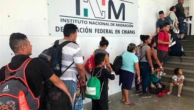 Se forman migrantes para pedir ingreso a México