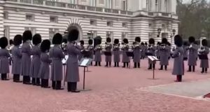 VIDEO: Guardia Real toca 'Bohemian Rhapsody' en el Palacio de Buckingham