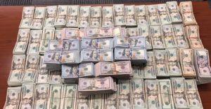 Cae jovencita con casi un millón de dólares en Puente II
