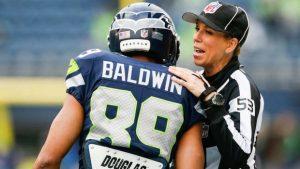 VIDEO: Sarah Thomas, la primera mujer en arbitrar playoff de la NFL