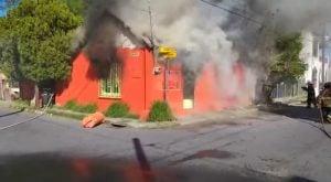 Bomberos apagan incendio en Canales y Camargo.