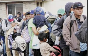 Llega a la frontera caravana migrante