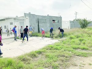 Contribuyen migrantes con la comunidad