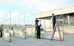 Resguardan frontera con alambre