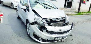 Accidente afecta a tres vehículos