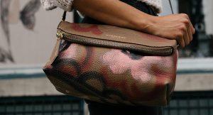 Mujer desea le hagan una bolsa con piel de su pierna amputada