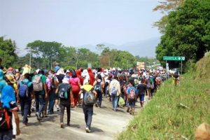 Frenan paso de caravana en Chiapas